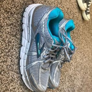 Brooks women's addiction 11 silver teal size 8.5